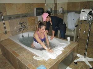doula-birth-tub